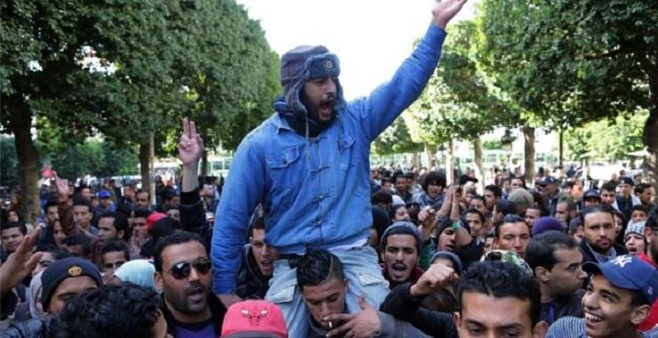 تونس: احتجاجات من أجل التشغيل تتحول إلى انتفاضة ضد الدولة