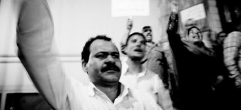عمال البريد يتظاهرون أمام نقابة الصحفيين، وسط دعاوى لإضراب جديد. عدسة: حسام الحملاوي، 25 يونيو 2009.