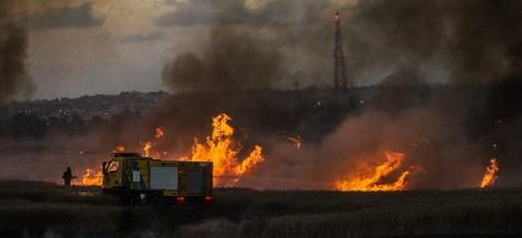 """حرائق في """"غلاف قطاع غزة"""" أشعلتها بلالين حارقة أطلقها فلسطينيون من القطاع - صورة أرشيفية"""