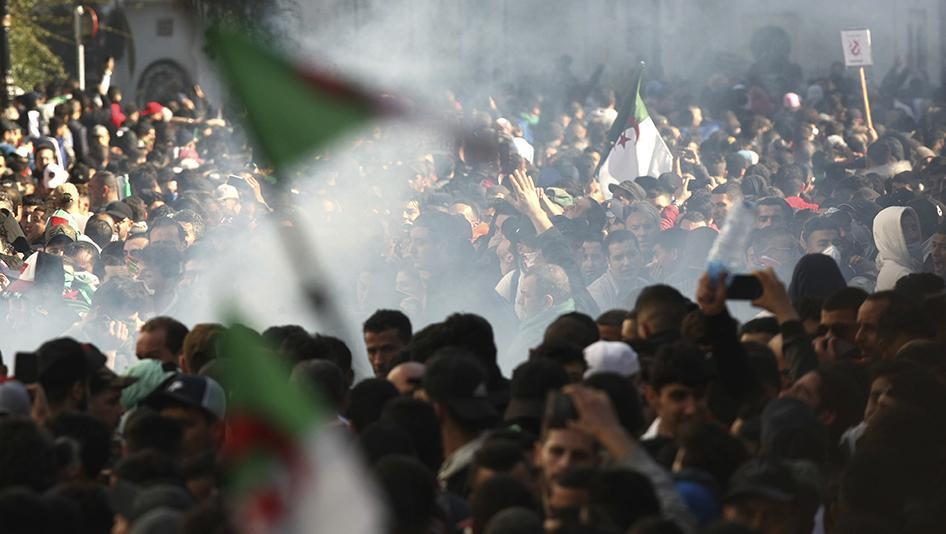 الجزائر: انشقاقات الطبقة الحاكمة وفرص الحراك