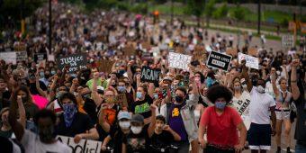 احتجاجات أمريكية على مقتل جورج فلويد