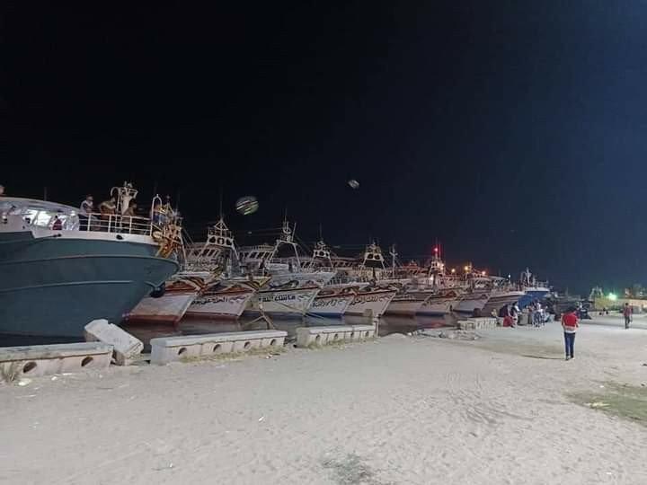 جانب من الوقفة الاحتجاجية بالمراكب لصيادي عزبة البرج