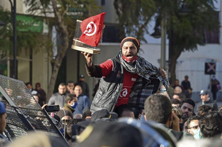 احتجاجات تونسية ضد قمع الشرطة