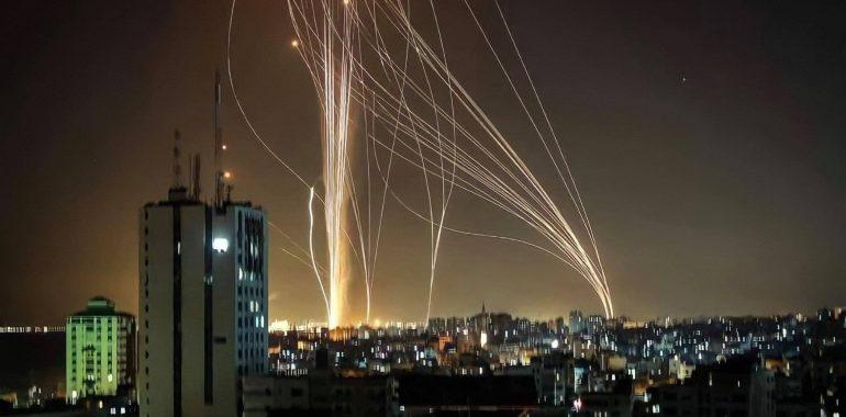 من يدين المقاومة المسلحة في مواجهتها مع إسرائيل إما جاهل أو متواطئ