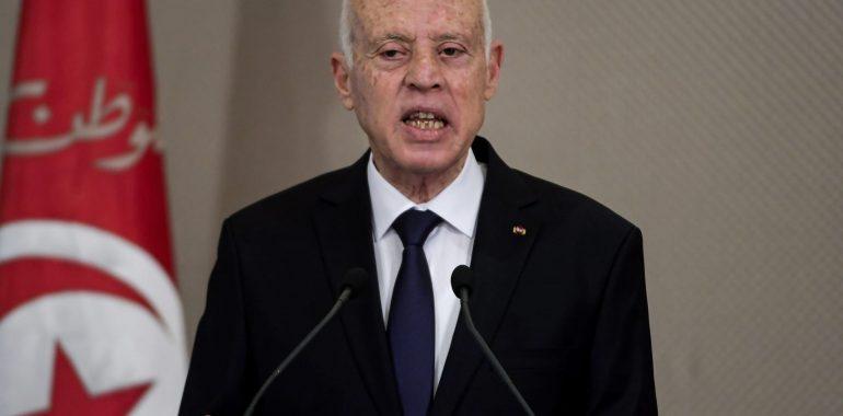 تونس في مفترق طرق.. إلغاء الديمقراطية ليس حلًا