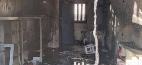إحدى الزنازين المحترقة في سجن النقب