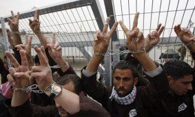 صورة أرشيفية لأسرى فلسطينيين