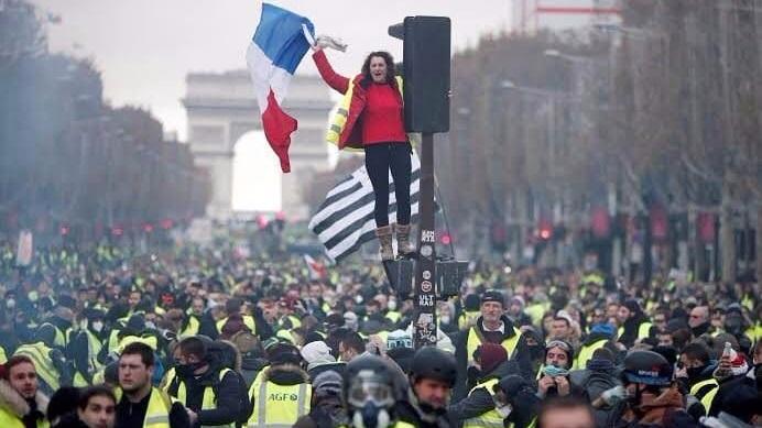 """انتفاضة """"السترات الصفراء"""" في فرنسا: على ماذا الرهان في هذه الحركة؟"""