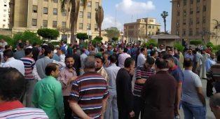 aaaff4a54 في اليوم الثاني لإضرابهم: عمال المحلة يطالبون بإقالة رئيس مجلس إدارة الشركة