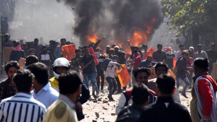 الهند: مقتل 37 وإصابة أكثر من 200 في هجمات طائفية ضد المسلمين