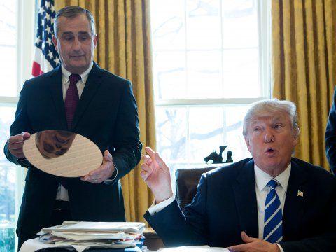 ترامب مع براين كرزانيتش، الرئيس التنفيذي لشركة إنتل